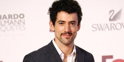 Luis Gerardo Méndez se une a Jennifer Aniston y Adam Sandler en nueva película de Netflix