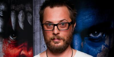 Duncan Jones, director de Warcraft y Moon, dirigirá una película basada en un cómic