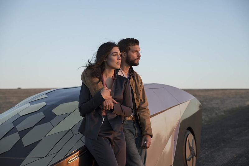 Logan Marshall-Green y Melanie Vallejo - Photo by Stefan Duscio - © Universal Pictures