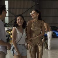 Constance Wu y Sonoya Mizuno - © 2018 - Warner Bros.