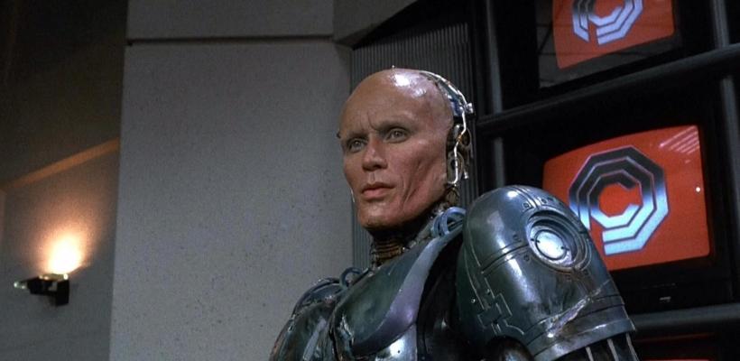 Neill Blomkamp quiere a Peter Weller en Robocop Returns