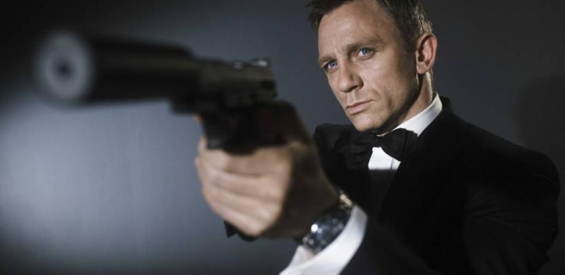 Fans aceptarían a un negro como James Bond, pero no a una mujer o un homosexual, revela encuesta