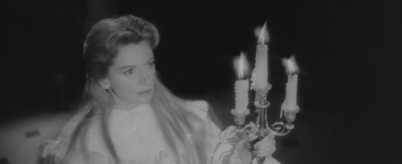 Posesión Satánica - Clip beso de buenas noches, Miss Giddens