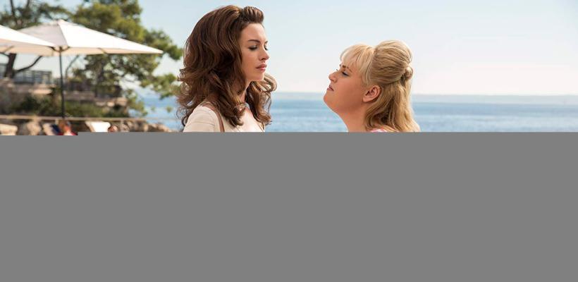 Maestras del Engaño: Anne Hathaway y Rebel Wilson acusan de sexista la clasificación R de la película