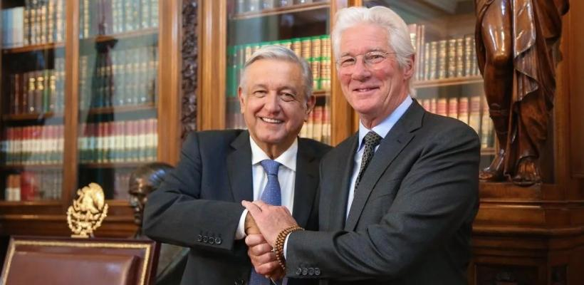 Richard Gere se reúne con Andrés Manuel López Obrador y provoca una ola de memes
