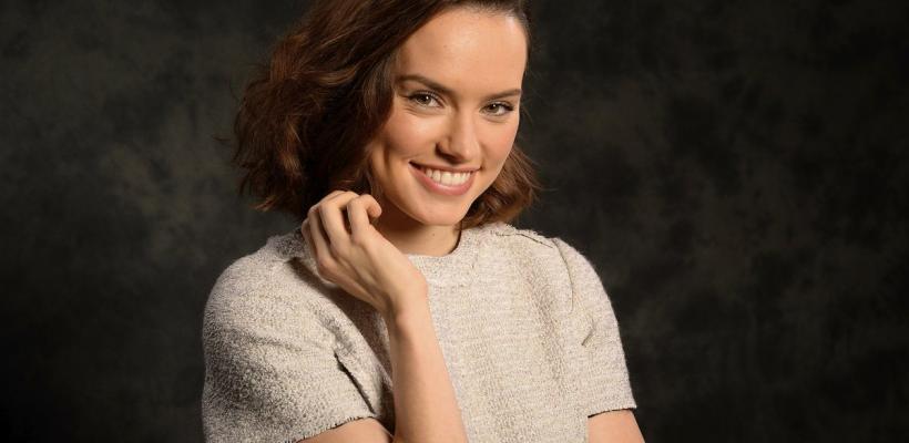 Daisy Ridley podría interpretar a Batgirl en el DCEU