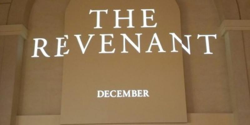 Logo de The Revenant. (Foto de Steven Weintraub - Collider.com)