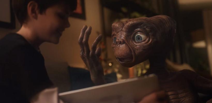 E.T. y Elliott se reúnen en comercial de Día de Acción de Gracias