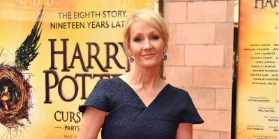 Acusan a J.K. Rowling de transfobia por tuit en el que defiende a feminista radical