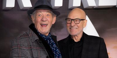 Ian McKellen pidió matrimonio a Patrick Stewart y se dieron un beso en la premiere de Picard