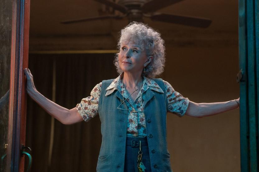 La actriz Rita Moreno como Valentina en el remake de West Side Story.