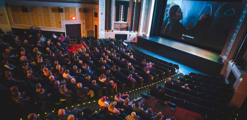 Docenas de festivales de cine independiente se comprometen a proyectar películas en línea