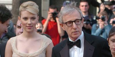 Woody Allen es criticado por expresarse lascivamente de Scarlett Johansson en sus memorias