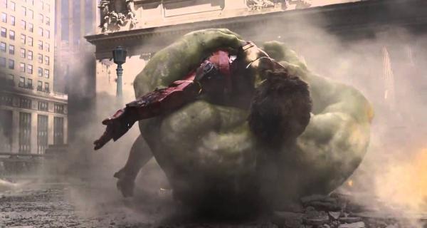 Los Vengadores | Hulk atrapa a Iron Man