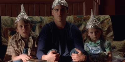 El Pentágono comparte videos reales de ovnis y las redes sociales reviven el cine de extraterrestres
