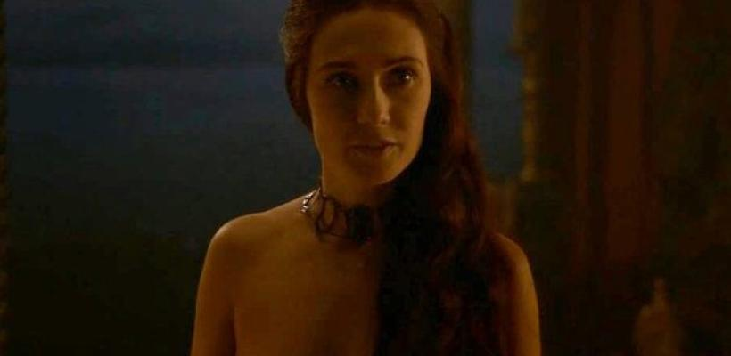 Game of Thrones: Actriz que hizo de Melisandre, critica el abuso de mujeres desnudas en la serie