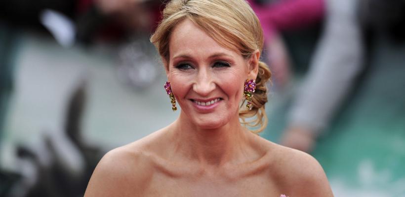 J.K. Rowling vuelve a demostrar su transfobia en redes sociales