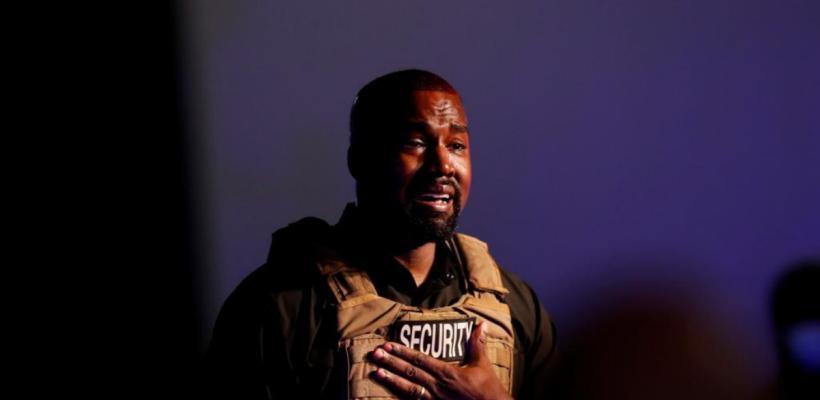 Kanye West rompe en llanto en medio de su primer mitin de campaña