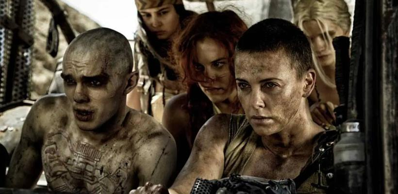 Nicholas Hoult confiesa que se sintió realizado cuando Charlize Theron le escupió la cara en Mad Max