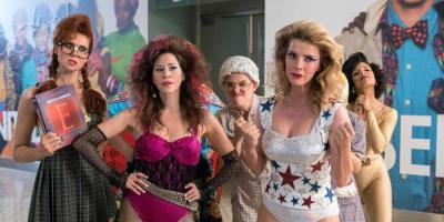 Elenco de GLOW ruega a los fans que pidan a Netflix una película como conclusión