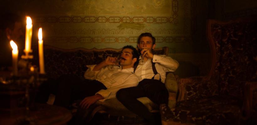 Vandalizan pósters con beso homosexual de El baile de los 41