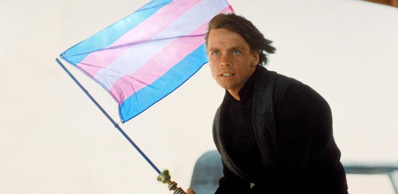 Mark Hamill celebra que Joe Biden restauró los derechos de las personas trans