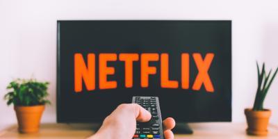 Netflix busca castigar a quienes compartan su usuario y contraseña