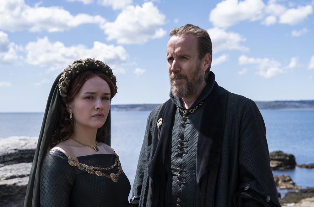 Olivia Cooke y Rhys Ifans (miembros de la Casa Hightower)