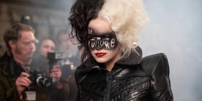 Cruella ya está disponible en cines y Disney Plus y el público reacciona