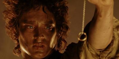 El Señor de los Anillos: fan viaja casi 200 kilómetros vestido como hobbit para tirar un anillo en el volcán Vesubio