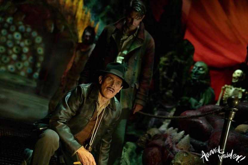Nightmare Alley:Stanton junto al personaje de Willem Dafoe, quien es el dueño del circo en el que trabaja