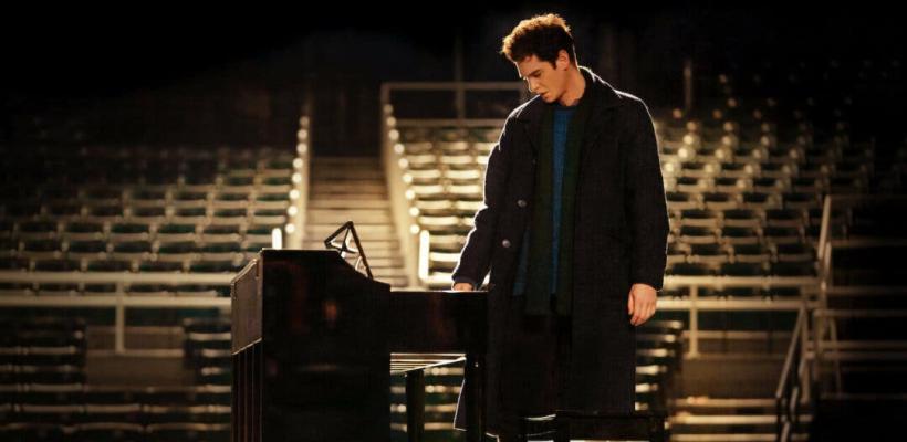 Andrew Garfield canta y toca el piano en el tráiler oficial de Tick, Tick...Boom!