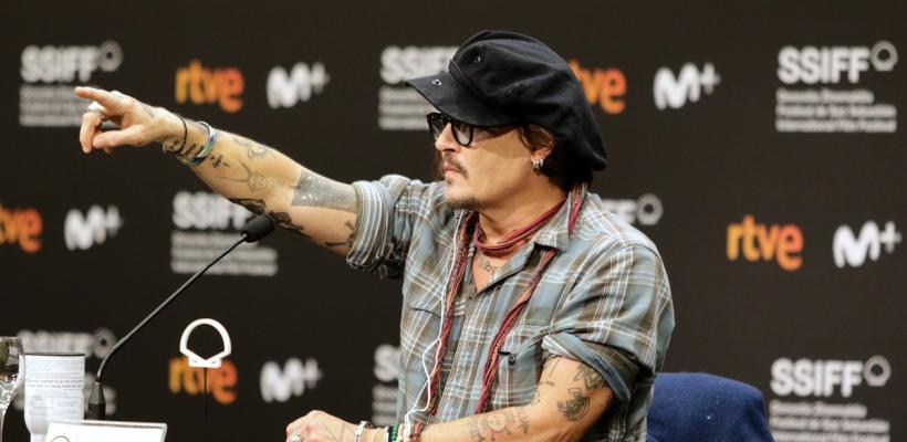 Interrumpen conferencia de prensa de Johnny Depp con audio del testimonio de Amber Heard