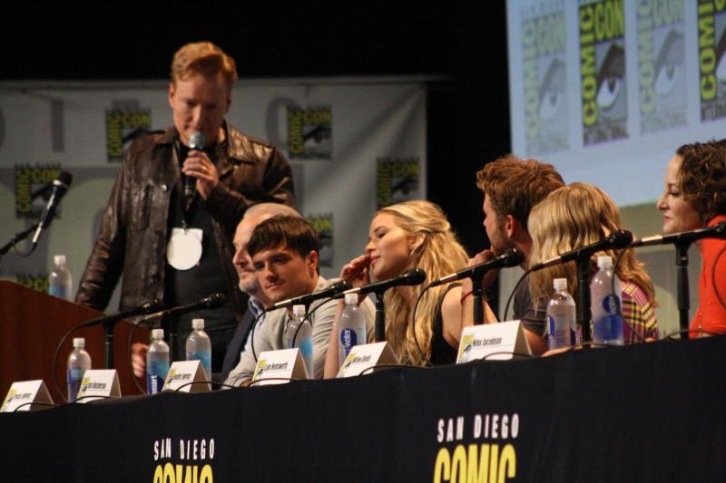 Parte del elenco de Los Juegos del Hambre Sinsajo 2 en la Comic-Con