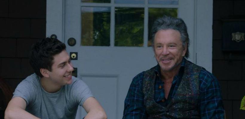 Mickey Rourke y Natt Wolff en el primer trailer de Ashby