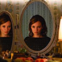 Emily Browning en Legend