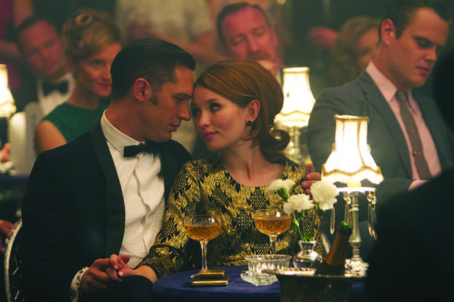 Tom Hardy y Emily Browning en Legend