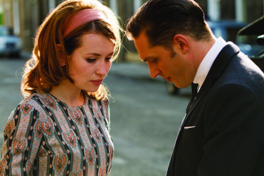 Otra escena con Emily Browning y Tom Hardy