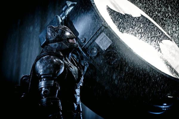 Si no lo haces, Batffleck irá por ti. Y este Batman tiene menos humor que el de Nolan.