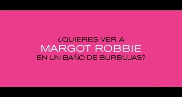 Margot Robbie en un baño de burbujas - La Gran Apuesta