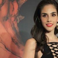 Sandra Echeverría, es Kamila la madre de Almitra.
