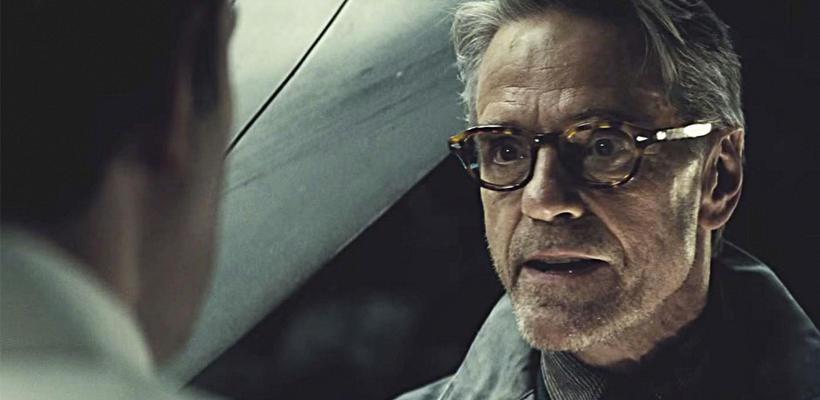 Veremos el lado más oscuro de Alfred en Batman vs Superman