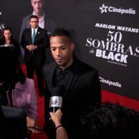 Los medios de televisión y prensa escrita lo entrevistaron al paso de la alfombra roja.