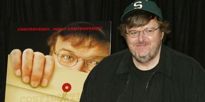 Hospitalizan a Michael Moore