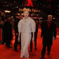 Tilda Swinton en la alfombra roja de Salve César