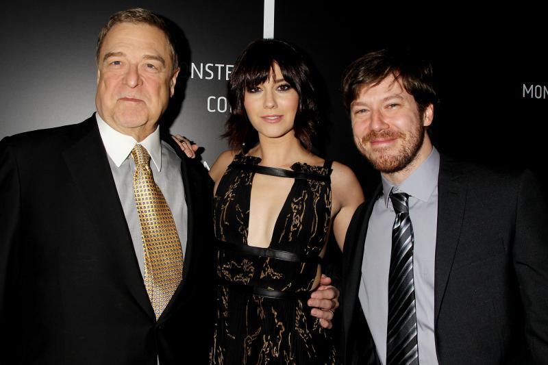 John Goodman, Mary Elizabeth Winstead y John Gallagher Jr.