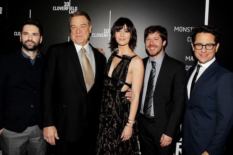 Dan Trachtenberg, John Goodman, Mary Elizabeth Winstead, John Gallagher Jr, y J.J. Abrams