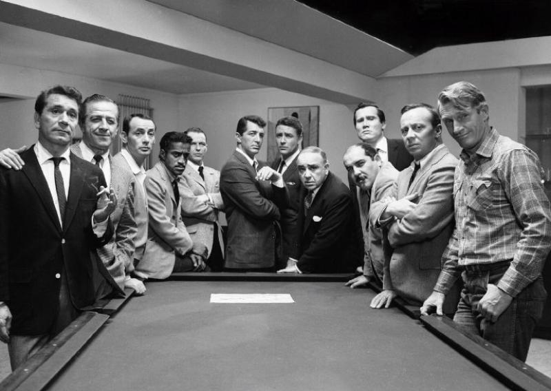 Frank Sinatra, Norman Fell, Dean Martin, Richard Conte, Sammy Davis Jr., Richard Benedict, Joey Bishop, Clem Harvey, Peter Lawford, Buddy Lester, Henry Silva y Akim Tamiroff en 11 a la Media Noche (1960)