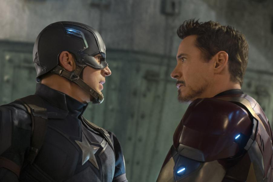 Captain America/Steve Rogers (Chris Evans) e Iron Man/Tony Stark (Robert Downey Jr.)