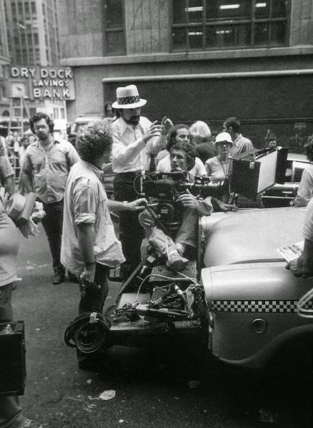 Martin Scorsese filmando una secuencia de Taxi Driver (1976)